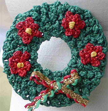 Mini Christmas Wreath Pin Crochet Pattern From Kreinik