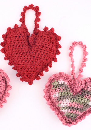 Valentine Teddy Bear With Heart Shaped Feet | 429x300