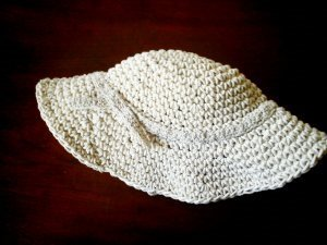 This 1950s style wide brimmed hat is perfect to wear for the Kentucky  Derby. With this free crochet pattern all you need to do is work in the  round and ... 58f0ff37ef8