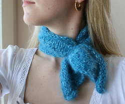 Knitting Pattern For Small Neck Scarf : Audrey Neck Scarf AllFreeKnitting.com