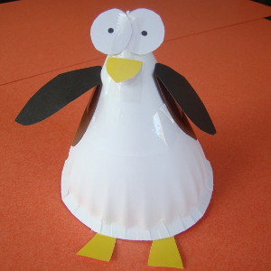 Paper plate penguin for Fun crafts for kids of all ages