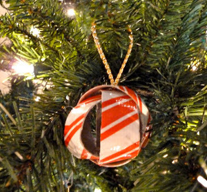 Super easy duct tape ornament for Super easy duct tape crafts