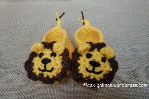 Let your little ones take a walk on the wild side with these Adorable Lion  Baby Booties. The lion s smiling face is impossible to resist. Crochet this  ... 3b221e45298