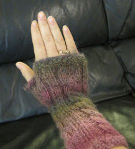 Fingerless Mitts with XO Cable AllFreeKnitting.com