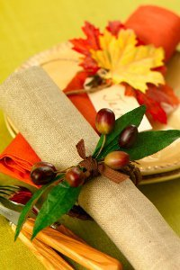 http://irepo.primecp.com/1006/74/182546/19-Ideas-for-Your-Thanksgiving-Table-Settings_Small_ID-660379.jpg?v=660379