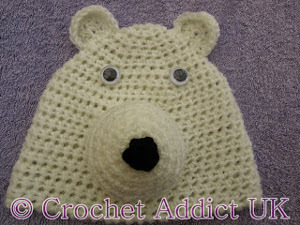 b8308bced12 This makes them the perfect subject for a winter baby hat. This Polar Bear  Crochet Baby Hat is absolutely adorable. The white ...