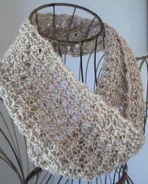 Madeira Lace Knitting Pattern : Madeira Mesh Cowl AllFreeKnitting.com
