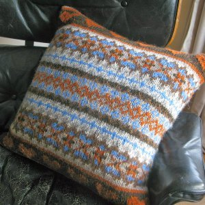 Knitting Pattern Central Pillows : Celtic Pillow AllFreeKnitting.com