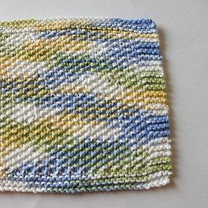 Spring Seed Stitch Dishcloth | AllFreeKnitting.com