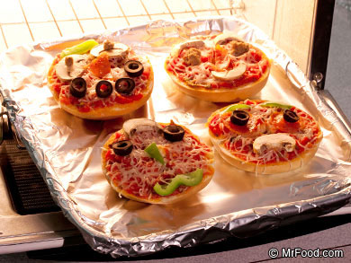 Spookyface Pizza Bagels