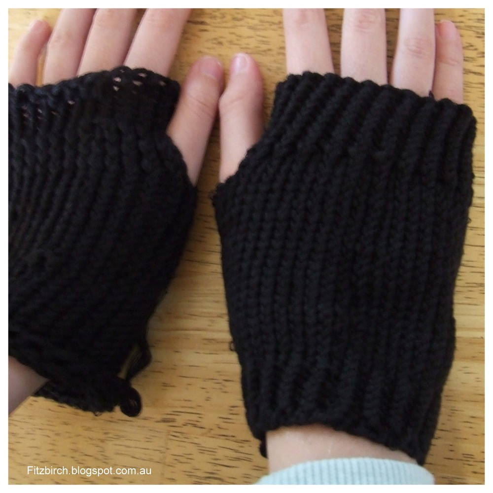 Loom Knit Fingerless Gloves Pattern : Darkest Night Fingerless Gloves AllFreeKnitting.com
