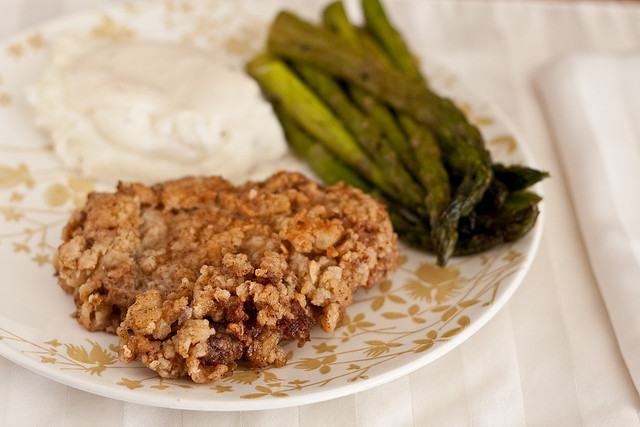 Chicken Fried Steak with Cream Gravy | FaveSouthernRecipes.com