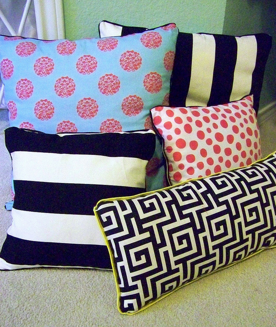 Making Decorative Pillows Ideas : DIY No Sew Pillows AllFreeSewing.com