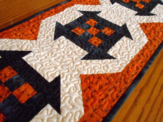 Classy Halloween Table Runner Favequilts Com