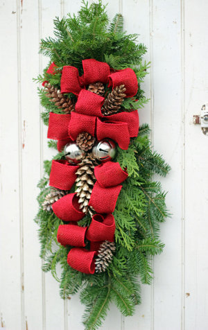 Burlap And Pine Cone Christmas Swag Allfreeholidaycrafts Com