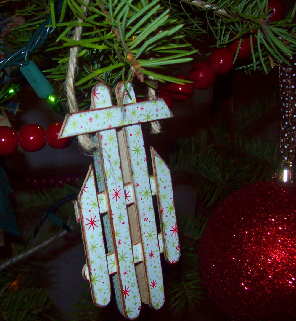 Easy popsicle stick sled ornament for Christmas projects with popsicle sticks