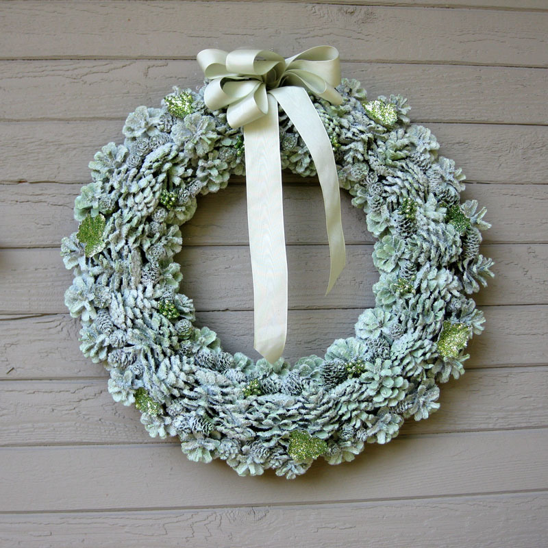 Gorgeous glitter pine cone wreath for Pine cone christmas ornaments crafts