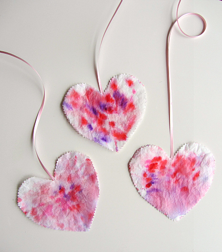 Simple heart art for toddlers for Easy heart crafts