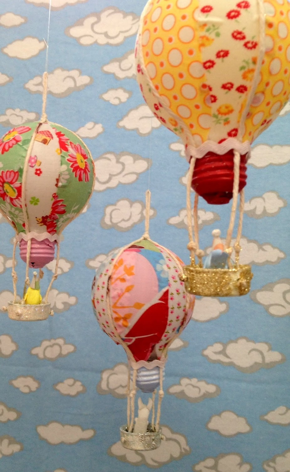 Recycled Bulb Hot Air Balloons Allfreeholidaycrafts Com