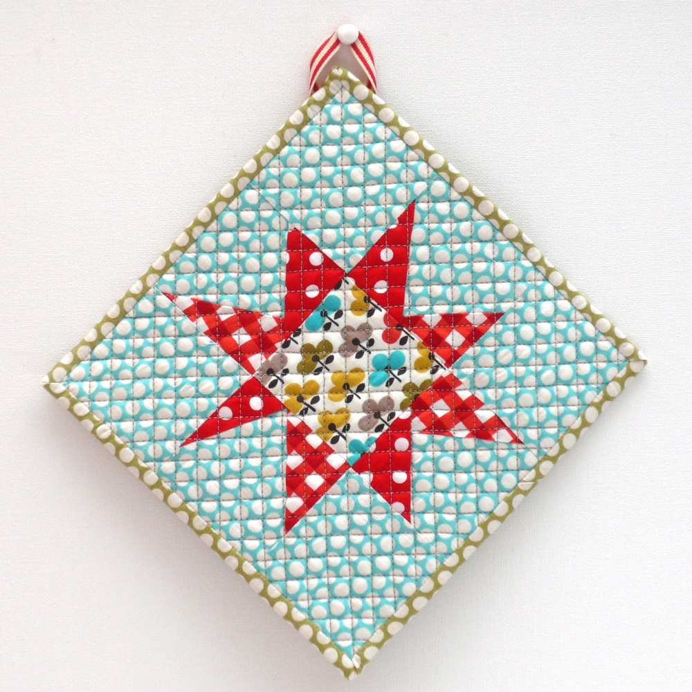 Starbright Quilted Potholder Favequilts Com