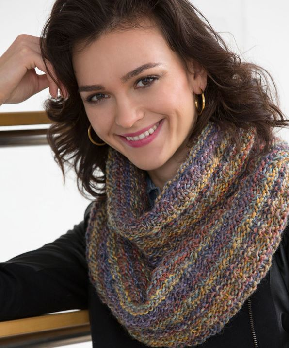 Free Irish Knitting Patterns : The Easiest Elegant Infinity Scarf AllFreeKnitting.com