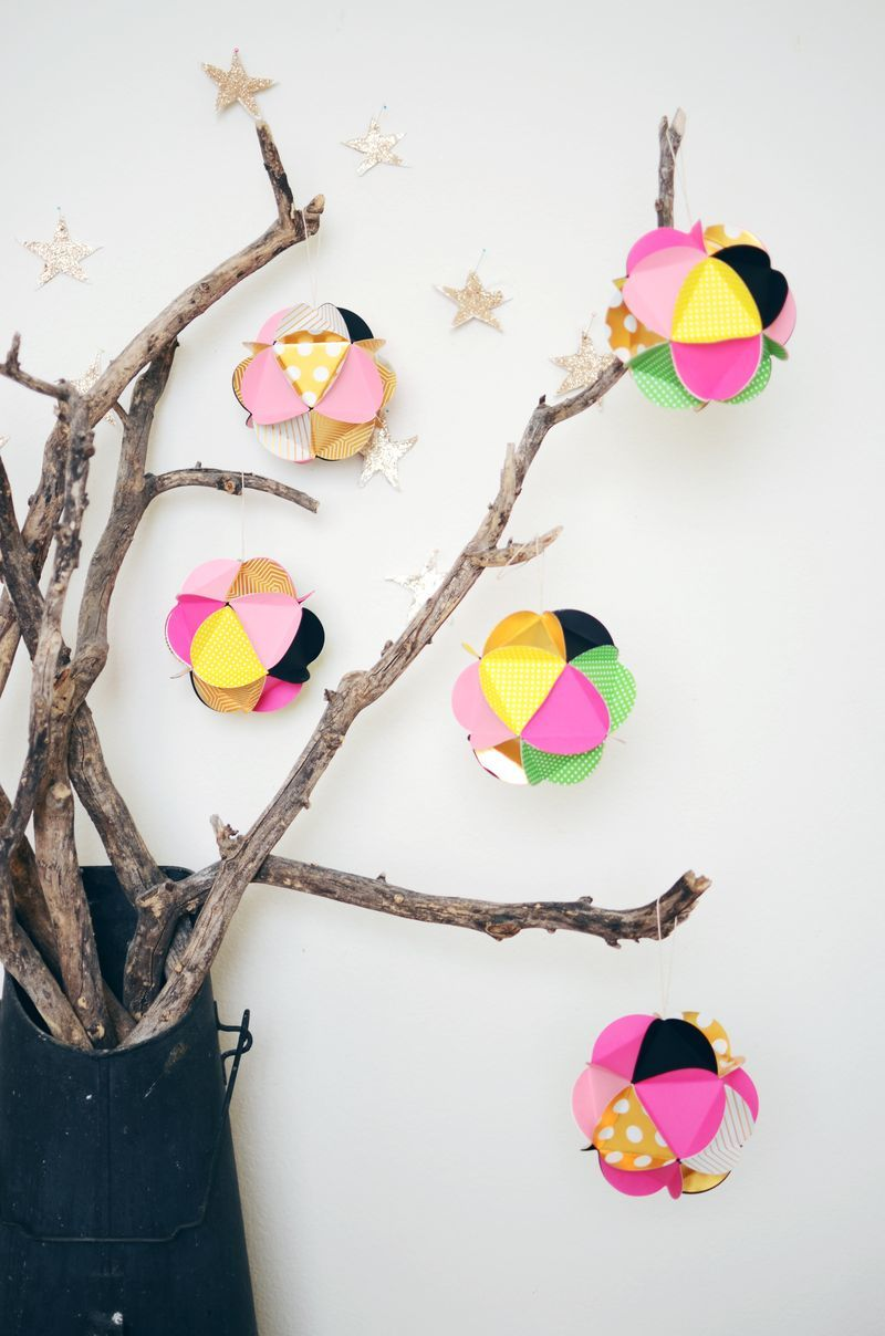 Diy Paper Ball Ornaments Allfreechristmascrafts Com