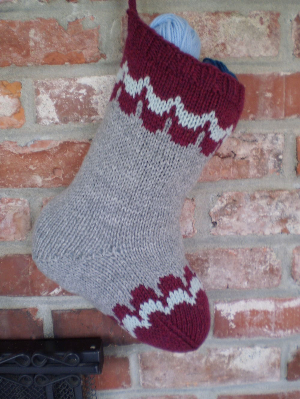 Knitting Loom Christmas Stocking Pattern : Scalloped Christmas Stocking Pattern AllFreeKnitting.com