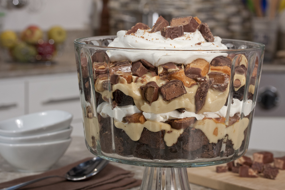 Candy bar brownie trifle for Quick and easy trifle dessert recipes