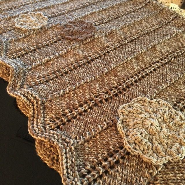 Knitting Zig Zag Pattern : Zigzag pattern throw blanket allfreeknitting