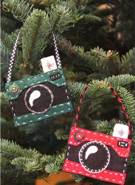 Felt Camera DIY Christmas Ornaments | AllFreeHolidayCrafts.com
