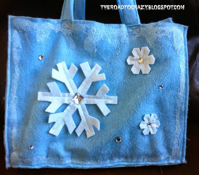 http://irepo.primecp.com/2015/06/223557/DIY-Disneys-Frozen-Trick-or-Treat-Bag_Large400_ID-1032364.jpg?v=1032364