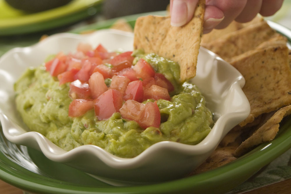 Fresh avocado dip for Easy tailgating recipes for a crowd
