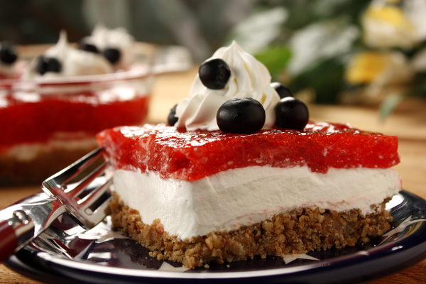 Strawberry Pretzel Bars | MrFood.com