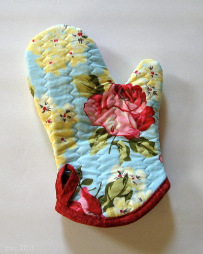 Free Patterns For Quilted Oven Mitts : Favorite Quilted Oven Mitt FaveQuilts.com