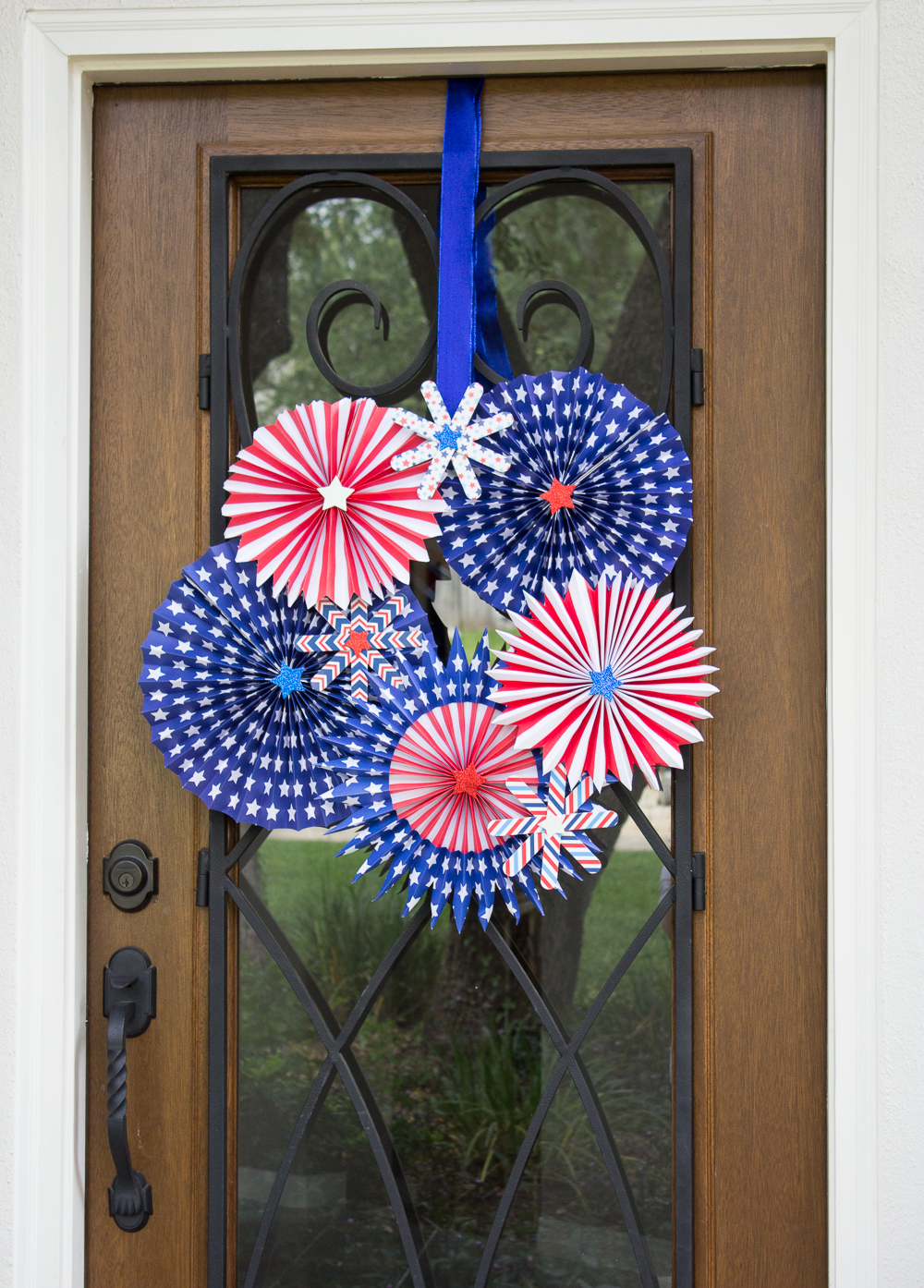 Fireworks Diy Wreath Idea Allfreeholidaycrafts Com