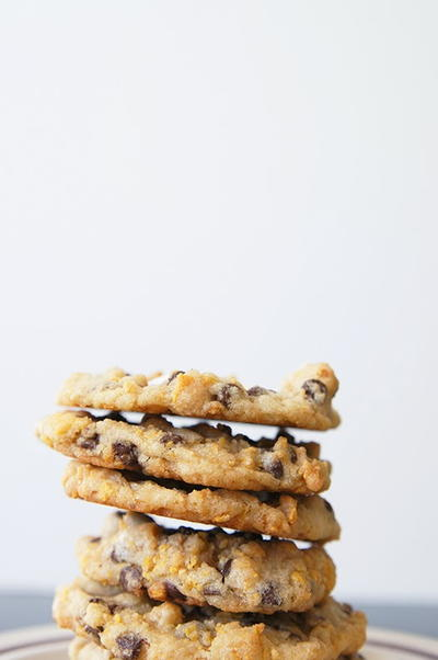 Momofuku Copycat Cornflake Chocolate Chip Marshmallow Cookies ...