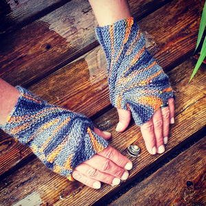 Starburst Fingerless Gloves Knitting Pattern