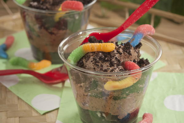 This quick and delicious dessert recipe is made with gummy worms, Oreo cookies, cool whip (or whipped cream) and instant pudding. My kids got a kick out of the dirt worms (aka gummy worms) coming out of the mound of Oreo cookie dirt!