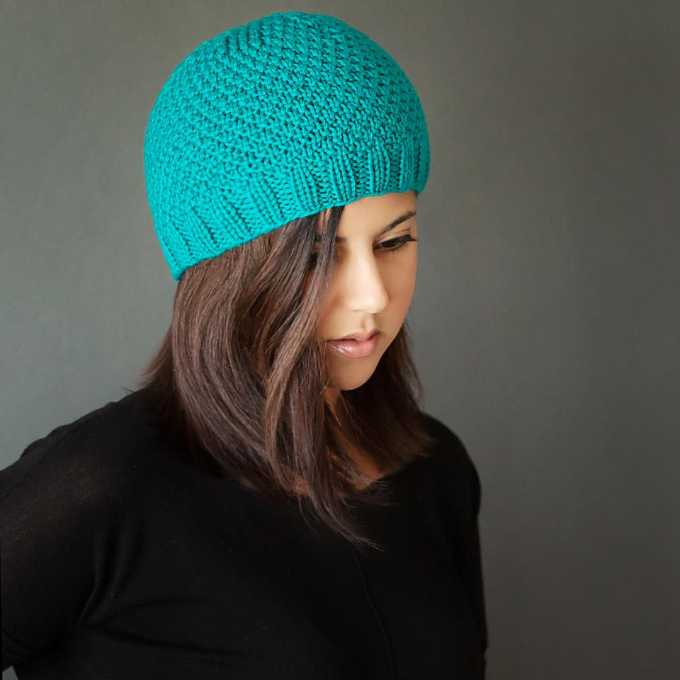 Knitting Patterns For Beginners Beanie : Chic Knit Beanie Pattern AllFreeKnitting.com