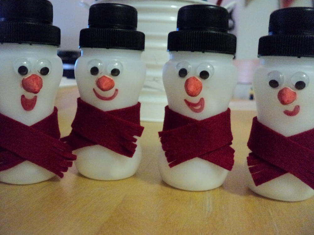 Yogurt bottle snowmen for Free christmas crafts for kids