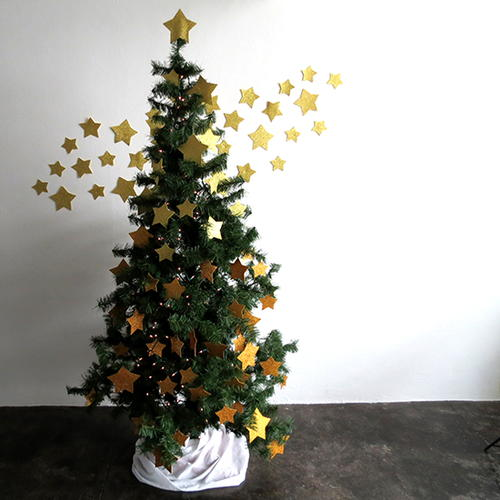 christmas trees real vs fake When it comes to a real versus plastic christmas tree, according to university of melbourne experts, the genuine article is greener in more ways.