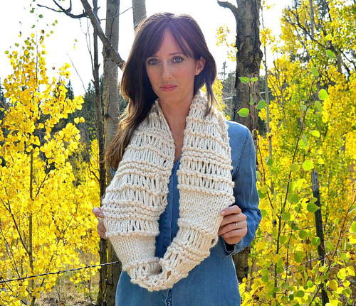 http://irepo.primecp.com/2015/10/240494/Cozy-Weekend-Infinity-Knit-Scarf-Pattern_Large500_ID-1236662.jpg?v=1236662
