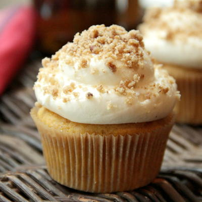 Pumpkin Beer Cupcakes with Streusel Cream Cheese Frosting ...