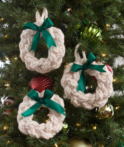 Jumbo Wreath Ornaments AllFreeKnitting.com