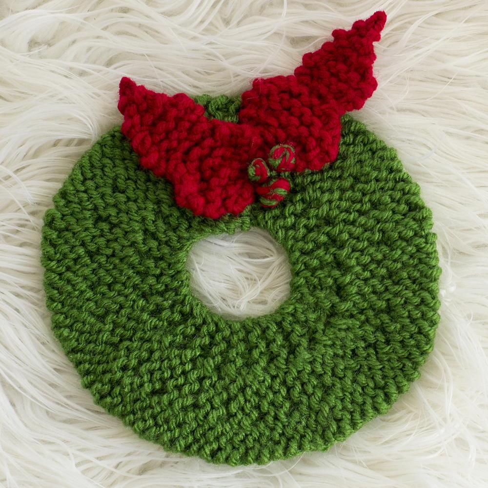 Free Printable Crochet Hot Pad Patterns : Christmas Wreath Hot Pad Pattern AllFreeKnitting.com