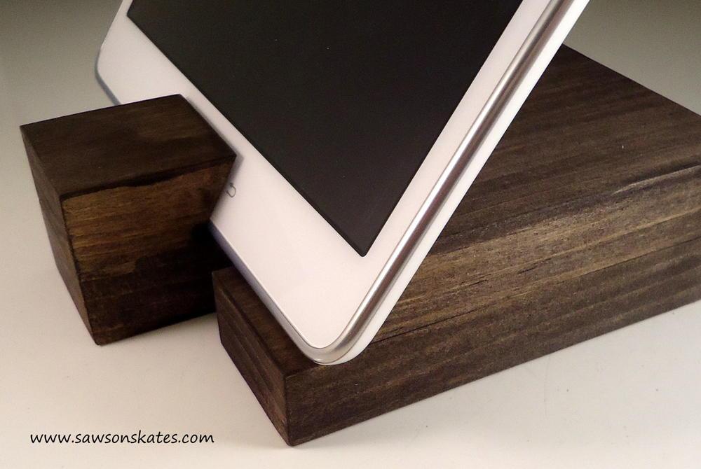 Scrap Wood DIY Rustic Mod Tablet Holder | DIYIdeaCenter.com