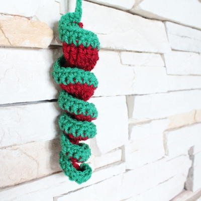 Free Crochet Pattern Christmas Bauble : Crocheted Christmas Bauble AllFreeChristmasCrafts.com