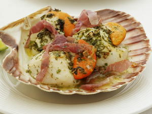 Grilled Scallops with Prosciutto and Lime