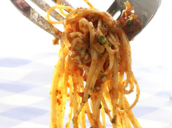 Linguine with Tomato Clam Sauce   Cookstr.com