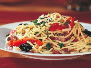 Spicy Spaghetti with Peppers and Olives